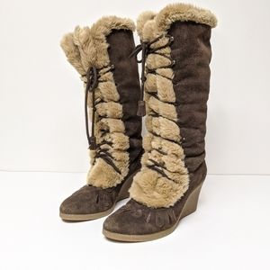 SE boutique brown suede tall boots with fur trim